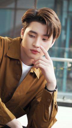Phiravich Attachitsataporn (Mean) como Tin Cute Asian Guys, Hot Asian Men, Asian Boys, Park Hae Jin, Ideal Boyfriend, Dramas, Hot Dads, Yoo Ah In, Cute Gay Couples