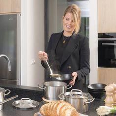 De luxe Profiline kookpan van Sola is gemaakt van edelstaal en geschikt voor alle warmtebronnen. Het deksel is voorzien van een handig stoomgaatje zodat deze niet gaat klepperen als de pan kookt. Mag na gebruik gewoon in de vaatwasser! Lush