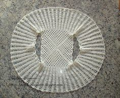 * Pérolas do Crochet: Bolero de crochet super fácil (wish it was in English, but I think I can manage to adapt something by just looking at the picture.)
