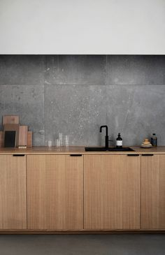 Modern Kitchen Interior Norm Architects' Studio in Copenhagen. Their kitchen design in sawn cut natural oak. It's an IKEA hack. - Norm Architects' design in sawn cut natural oak with handles in black coated steel. Interior Design Minimalist, Minimalist Decor, Modern House Design, Minimalist Bedroom, Kitchen Design Minimalist, Minimalist Kitchen Backsplash, Minimalistic Kitchen, Minimalist Furniture, Minimalist Living