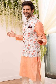 Alluring Kurta Jacket set - Add class to your wardrobe with the classic floral printed kurta to smarten-up the festive look. Wedding Kurta For Men, Wedding Dresses Men Indian, Wedding Dress Men, Casual Wedding, Wedding Men, Men's Wedding Wear, Wedding Outfits For Men, Engagement Dress For Men, Mens Indian Wear