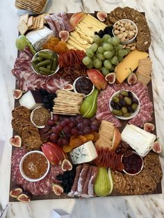 The Perfect Cheese Charcuterie Board For Thanksgiving The Perfect Cheese Charcuterie Board For Thanksgiving Jennifer Drobitsch jenndrobs Food Snacks 038 Apps Building the perfect cheese charcuterie nbsp hellip Cheese Board Charcuterie Recipes, Charcuterie And Cheese Board, Cheese Boards, Charcuterie Platter, Meat Cheese Platters, Food Platters, Snack Recipes, Cooking Recipes, Snacks