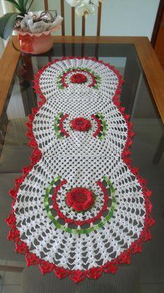 13 Exquisite Beautiful Crochet Tablecloth To Ruin Your Heart - Top Inspirations - Diy Crafts - mokokos Christmas Crochet Patterns, Holiday Crochet, Crochet Home, Cute Crochet, Beautiful Crochet, Crochet Table Runner, Crochet Tablecloth, Crochet Dollies, Doily Patterns