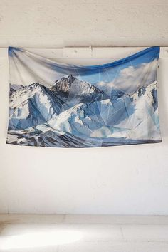 4040 Locust Fractured Mountain Tapestry - Urban Outfitters