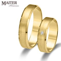 #Alianza #boda oro amarillo 40mm mate suave y brillante engaste cuadrado.  www.joyasmaiter.com Couple Rings, Gold Bands, Swag, Wedding Rings, Engagement Rings, Erika, Bracelets, Diamonds, Jewelry