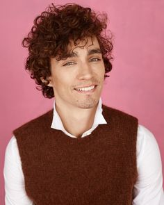 'The Interview: Robert Sheehan' - Vasilis Kalegias. Gorgeous Eyes, Most Beautiful Man, Curly Hair Men, Curly Hair Styles, Pretty People, Beautiful People, Robert Sheehan, Under My Umbrella, Tromso