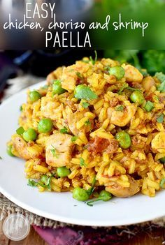Easy Chicken, Chorizo and Shrimp Paella is a one skillet supper that's simple yet anything but ordinary. | iowagirleats.com Seafood Recipes, Mexican Food Recipes, Chicken Recipes, Dinner Recipes, Cooking Recipes, Healthy Recipes, Easy Recipes, Recipe Chicken, One Pot Meals