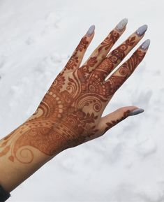 Fresh stain and snowfall This beautiful non-bridal was inspired by @promyshennacavern ---------------------------------------------------- Taking bookings for 2018! For availability or enquires please email us at westcoasthenna@outlook.com or DM! -------------------------------------------------- #henna #mehndi #mendi #mandala #vancouverhenna #yvr #bc #bridalhenna #vancouver #hennaofinsta #hennainspire #hennadesign #simplehenna #mehndiartist #vegas_nay #hudabeautyart #southasianbride…
