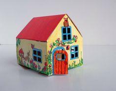 DIY kartonnen (Casagami) huisje met zonnepaneel, lampje en aan/uit knop. Leuk om zelf te versieren. Verkrijgbaar bij Hanging Houses.