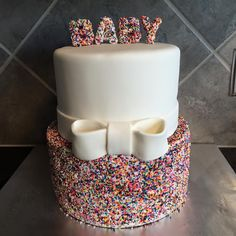 Just found this on my Facebook newsfeed. It's a gender reveal cake made by Cake Believe.