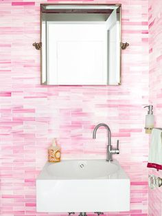 Floor-to-Ceiling Glass Tile from HGTV Magazine http://www.hgtv.com/decorating-basics/house-tours-a-colorful-cottage/pictures/page-9.html?soc=pinterest