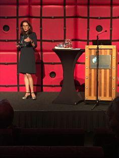 HOE GELIJK ZIJN DE ONDERWIJSKANSEN IN ROTTERDAM? Gelijke kansen in het onderwijs (of het gebrek daarvan) is een veelkoppig monster, waarbij veel variabelen ruim buiten het bereik van de school liggen! Hoe realiseer jij gelijke kansen voor jouw leerlingen? #onderwijskansen Rotterdam, Management, School, Schools