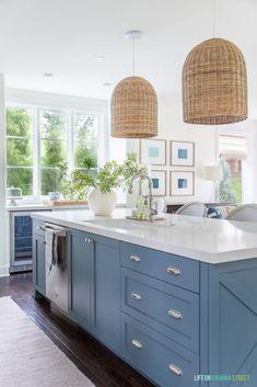 Beach Cottage Kitchens, Home Kitchens, Coastal Kitchens, Coastal Homes, Beautiful Beach Houses, Beautiful Kitchen, Beach House Decor, Beach House Interiors, Beach House Lighting