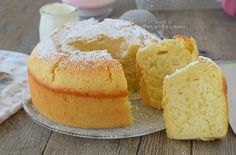 Ciambella allo yogurt caldo senza grassi aggiunti Polenta, Sweet Recipes, Cake Recipes, Brownie Cupcakes, Plum Cake, Light Desserts, Cakes And More, Vanilla Cake, Sweet Tooth