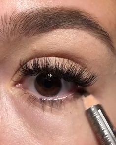 Quick eye makeup tutorial Quick eye makeup tutorial,Make up Related posts:Gutes Layout - alles ist Briefpapier, aber heben Sie den Speicher etwas an, dami. Eye Makeup Steps, Makeup Eye Looks, Eyebrow Makeup, Skin Makeup, Makeup Tips, Makeup Videos, Makeup Tutorials, Makeup Eyeshadow, 60s Makeup