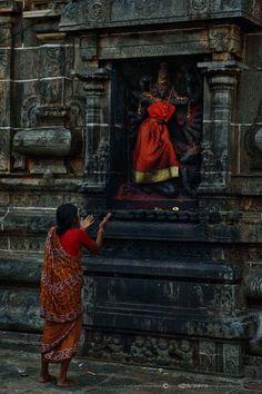 Navratri Puja will help you overcome all your negativities. Flourish with wealth on this Navratri by offering Homam to Lakshmi, Saraswathi & Durga. Hanuman Images, Durga Images, Om Namah Shivaya, Indian Temple Architecture, Mother Kali, Lord Vishnu Wallpapers, Kali Goddess, India Culture, Indian Art Paintings