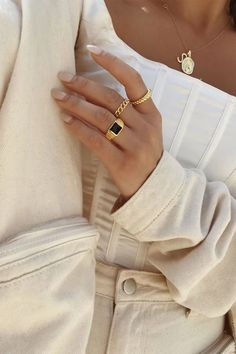 Accessorise in style! The Midnight Signet Ring is gold toned and features a flat black centre base and engraved line detailing at sides. Perfect for stacking! Cute Jewelry, Dainty Jewelry, Jewelry Accessories, Fashion Accessories, Fashion Jewelry, Women Jewelry, Easy Style, Piercings, Beige Aesthetic