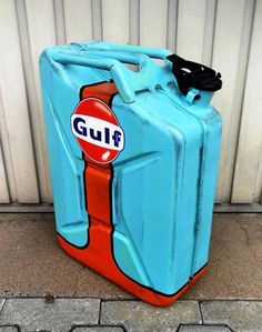 Top quality vintage Gulf design of original new petrol can. Old Garage, Garage Art, Man Cave Garage, Man Cave Automotive, Jerry Can Mini Bar, Painted Signs, Hand Painted, Car Parts Decor, Pompe A Essence