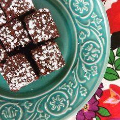 Nosso Brownie sem glúten e lactose na versão degustação. #brownie #glutenfree #lactosefree    @donamanteiga #donamanteiga #danusapenna #gastronomia #food #dessert #pie www.donamanteiga.com.br