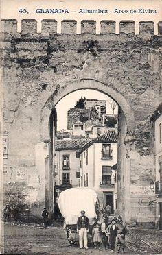 Grabados, fotografías y leyendas en blanco y negro Old Pictures, Old Photos, Vintage Photos, Andalusia Spain, Granada Spain, Victorian Photography, Grenade, Islamic Architecture, City