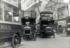 Tráfico (Londres, 1927) Vehículos comunes en 1927 en la intersección entre Tottenham Court Road y Oxford Street.