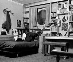 """James Dean in his apartment. - No filme """"LIFE"""", eles vão reproduzir, com o máximo possível de detalhes, esse lugar  ; foi o que li em recente entrevista. Ansiosa esperando!"""
