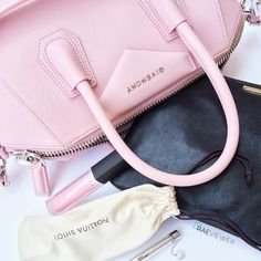 What's In My Bag | The Givenchy 'Antigona' Small Satchel