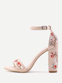d5c6f6b15b5c Sandalias de tacón cuadrado en dos partes con bordado Heeled Sandals