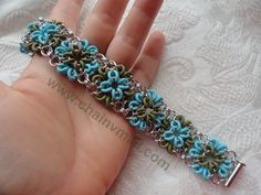 O ring pattern on Etsy listing at https://www.etsy.com/listing/186829320/chainmail-b-squares-bracelet-kit-with
