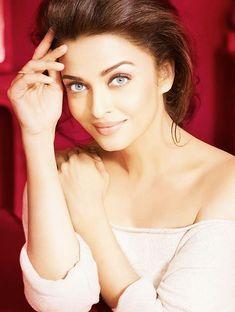 Aishwarya Rai Young, Aishwarya Rai Pictures, Actress Aishwarya Rai, Aishwarya Rai Bachchan, Bollywood Actress, Most Beautiful Indian Actress, Beautiful Actresses, Mangalore, Miss Mundo