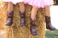Granny would luv a pic like this of the grandkids...boys in denim, girls in ruffles, all in boots, lying on hay in a circle...