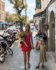 Saturday mornings spent in our beloved Santa Catalina 🌺 where Carlo and I first met, 7 years ago Cute Baby Pictures, Baby Photos, Childhood Photos, Stylish Maternity, Family Goals, Family Pics, Percabeth, Our Kids, European Fashion