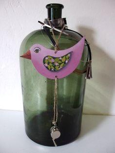 Oboustranný+ptáček+s+píšťalkou+dřevěný+ptáček+je+malovaný+z+obou+stran+akrylovými+barvami+a+přelakovaný+matným+lakem.+14+x+7+cm