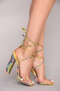 New PVC Women Platform Sandals Super High Heels Waterproof Female Transparent Cr Super High Heels, Hot High Heels, Stilettos, Pumps, Prom Heels, Shoes Heels, Strappy Heels, Clear Strap Heels, Beautiful Toes