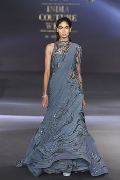 Gaurav Gupta at India Couture Week 2017 - Page 5 Indian Designer Outfits, Designer Gowns, India Fashion, Ethnic Fashion, Indian Dresses, Indian Outfits, Bridal Lehenga Collection, Modern Saree, Saree Blouse Neck Designs