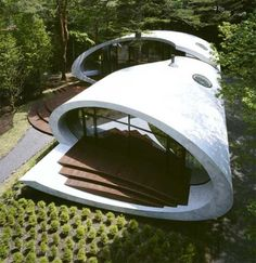 Spectacularly curved Shell Villa by ARTechnic.
