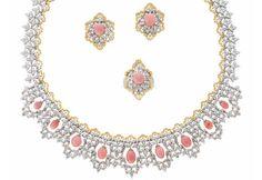 Gianmaria Buccellati - Parure composta da collana, orecchini e anello in platino e oro giallo con diamanti bianchi e gialli, e perle conch naturali rosa. Pezzo unico