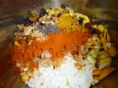 1.75kg (4 lb) sliced peeled peaches 175g (6 oz) sultanas 2 cloves garlic, minced 75g (3 oz) chopped onion 150g (5oz) chopped preserved ginger 1 1/2 tablespoons chilli powder 1 tablespoon mustard se…