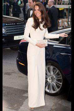 El diseñador Roland Mouret lanza una línea de vestidos de novia: Kate Middleton con un vestido de manga larga
