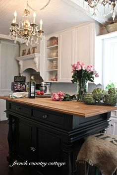 Black and white cabinets in the kitchen