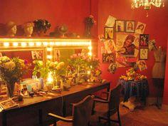 Backstage Broadway dressing room for Sharpay's (Ashley Tisdale) evil nemesis Amber Lee Adams (Cameron Goodman) stage set.