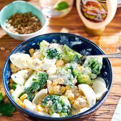 Sprawdź jak zrobić sałatkę z brokuła, jajek i kukurydzy na bazie sosu z musztardy oraz majonezu WINIARY. Poznaj przepisy i inspiracje WINIARY. Pasta Salad, Food Inspiration, Tasty, Yummy Yummy, Salads, Recipies, Clean Eating, Food Porn, Lunch Box