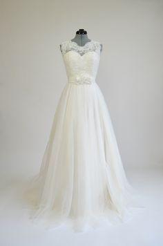 Ivory sleeveless lace wedding dress with tulle skirts.