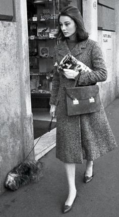 Audrey Hepburn walki