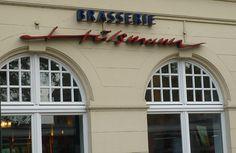 HÜLSMANN Hier wird die französische Brasserie-Tradition aufrecht erhalten: Meeresfrüchte, Fisch, Innereien, Pot-au-feu, Entrecote. Die Pasteten, Terrinen, Sülzen und Würste kommen aus der eigenen Metzgerei. Überwiegend französische und deutsche Weine.Bewertung aus dem Falstaff GasthausguideEssen 43 von 50Service 16 von 20Weinkarte 16 von 20Ambiente 8 von 10Gesamt 83 von 100Belsenstraße 1, 40545 DüsseldorfT: +49 211 86399330www.brasserie-huelsmann.de