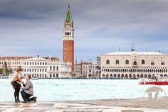 Hay algo más romántico que una pedida de mano en Venecia? Hoy en el blog  http://www.unabodaoriginal.es/blog/una-imagen-y-mil-palabras/fotografia-y-video/una-pedida-en-venecia