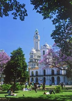 La Recoleta, Buenos Aires - Argentina, the Paris of the South. Beautiful buildings laid out in a classic Avenue & Boulevard form. Wonderful Places, Great Places, Places To See, Beautiful Places, Places Around The World, Travel Around The World, Around The Worlds, Argentine Buenos Aires, Gaucho