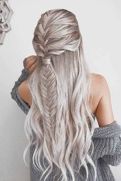 39 Gorgeous Winter Hairstyles For Long Hair intricate fishtail braided hairstyle perfect for winter silver hair color date night hair ideas valentine s day hair color goals hairstyles haircolor hair InterestingThings Braid Styles, Short Hair Styles, Silver Hair Styles, Hair Braiding Styles, Fishtail Braid Hairstyles, Hair Updo, Braid Ponytail, Wavy Hair, Cornrows Hair