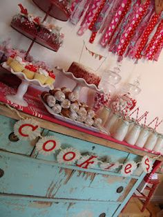 Christmas Cookie Exchange -  from Pollyanna Reinvents (blog).