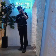 """53 tykkäystä, 10 kommenttia - @geunzzang__ Instagramissa: """"더워서 샤우팅 직전🤦♂️"""" Asian Fashion, Pants, Trouser Pants, Women's Pants, Women Pants, Trousers"""